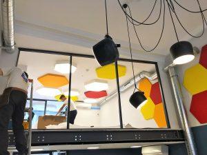 Panneaux acoustiques - Panneaux Acoustic Panel 2V color posé au mur et plafond par collage