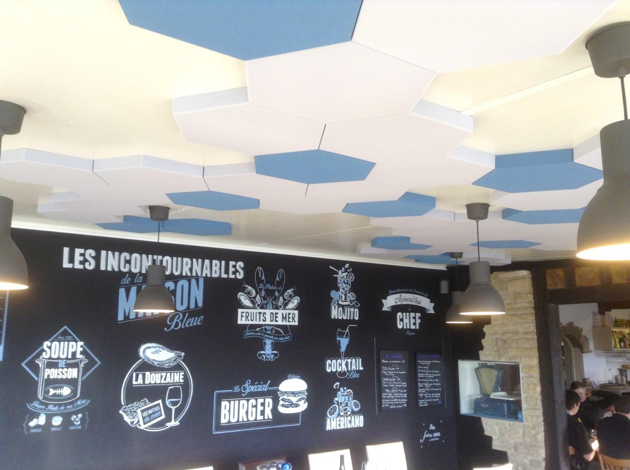 Panneaux acoustiques - Panneaux Ambiance color posé au plafond par collage en forme d'hexagone