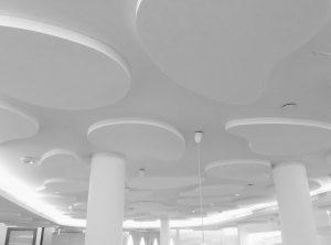 Panneaux acoustiques - Panneaux Acoustic Panel 2V classic posé au plafond par collage