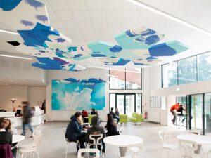 Design acoustique - Design Forme acoustique sur mesure - Capteurs acoustiques en forme de pentagone suspendus au plafond